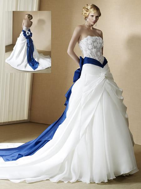 Superb Unique Wedding Dress 8 White Wedding Dresses With Blue Accents 450 X 606 Lifeofwarcraft
